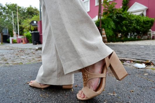 sandalia salto bloco com calça social