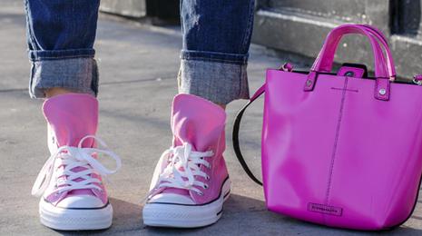 all star rosa combinando com bolsa