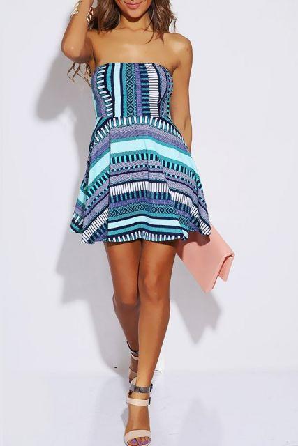 vestido etnico curto com sandalia