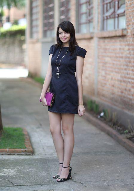 sandalia salto bloco e vestido curto