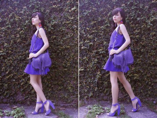 vestido mocrocromatico com sandalia salto bloco
