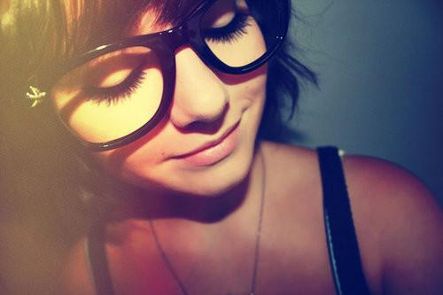 exemplo óculos de grau em rosto redondo armação preta