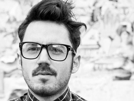 exemplo de óculos de grau para rosto redondo em homens