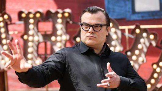 exemplo de óculos de grau para rosto redondo em homens jack black