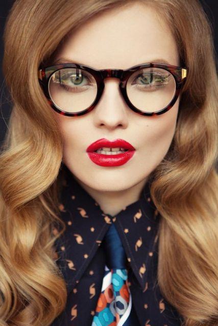 óculos geek redondo com detalhe dourado
