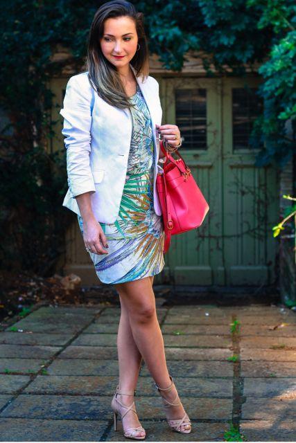 blazer branco com vestido estampao
