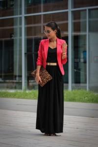 Longo preto com blazer vermelho