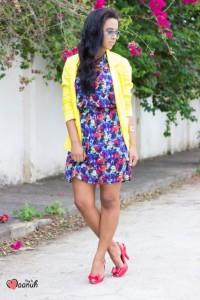 Blazer amarelo com vestido estampado
