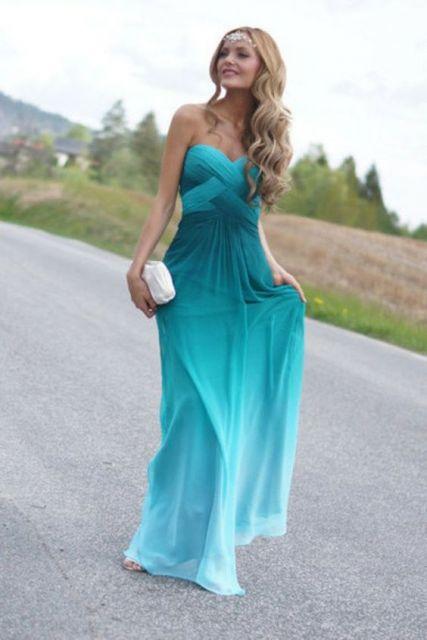 Vestido de formatura azul em degradê