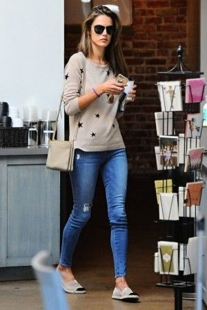 calça jeans com suéter