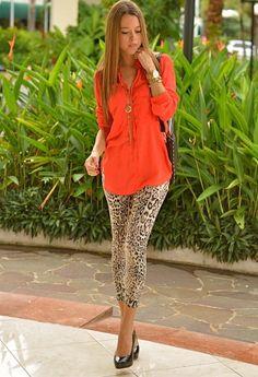 calça onça legging com blusa vermelha