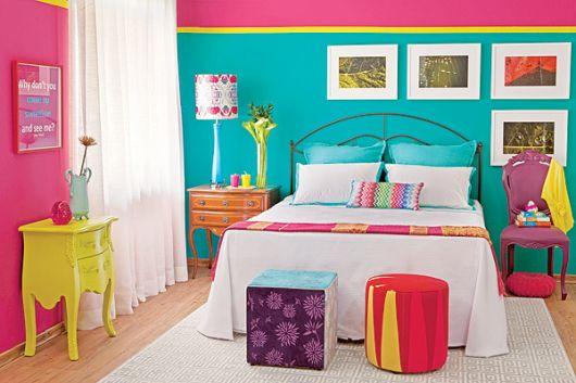 decoração color block rosa roxo e amarelo