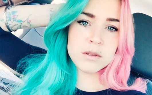 cabelo color block verde e rosa