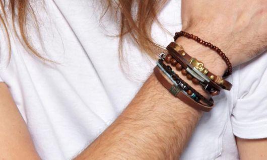 como combinar muitas pulseiras
