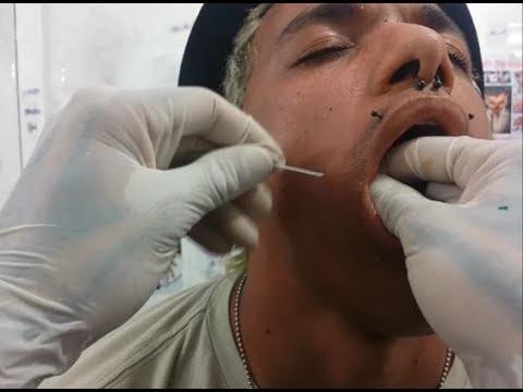 como ter covinhas - piercing na bochecha