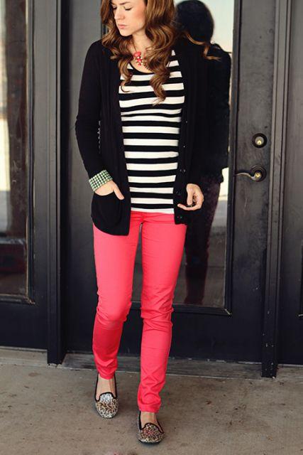 calça rosa com blusa listrada