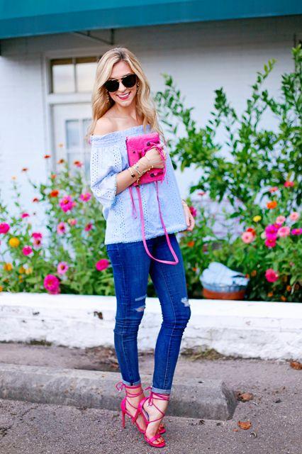 look basico com jeans e sandalia rosa