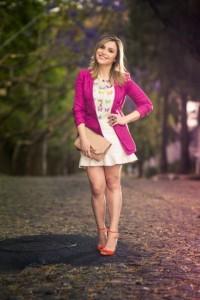 Blazer pink com vestido branco