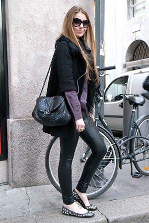 calça legging com sapatilha preta