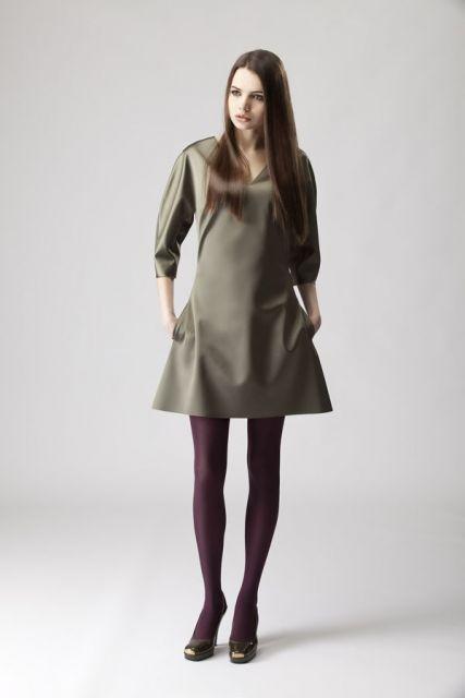 look casual com vestido liso e simples