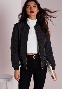 jaqueta bomber e calça preta