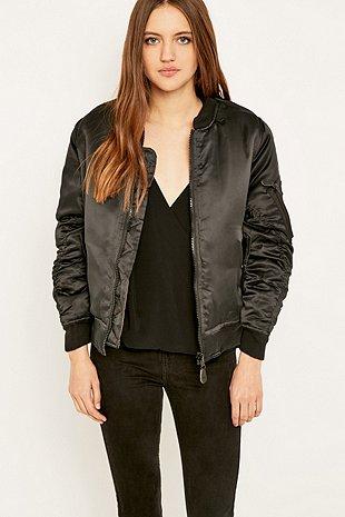 look casual com jaqueta bomber