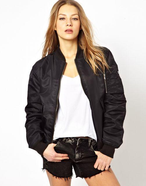 short jeans com jaqueta bomber