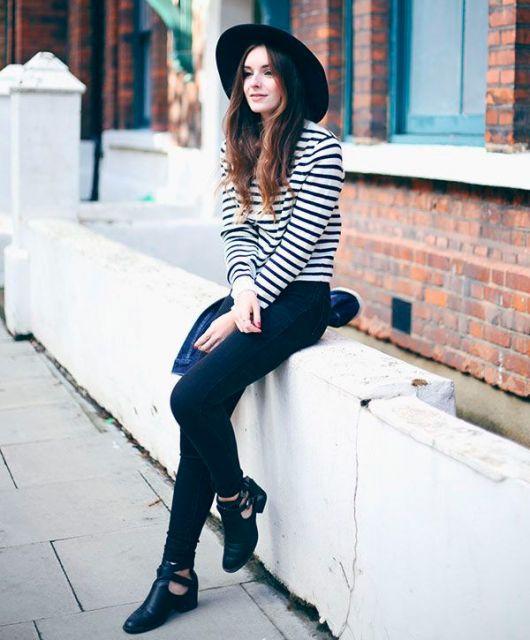 jeans preto com blusa de listras