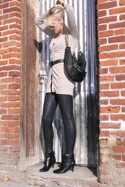 look calça legging com bota cano curto