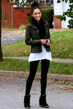 legging preta com sneakers cano alto