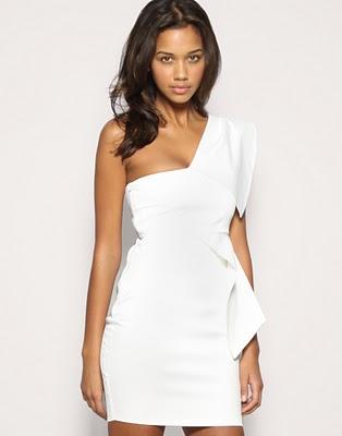 look branco com vestido curto de formatura