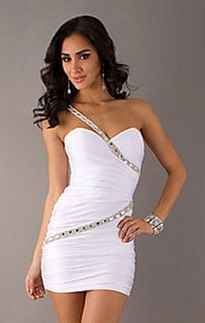 look branco com vestido justo