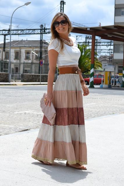saia longa estampada com look casual