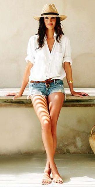 short jeans e sandália em look casual