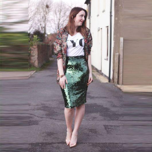 lsaia de paete verde com casaco floral