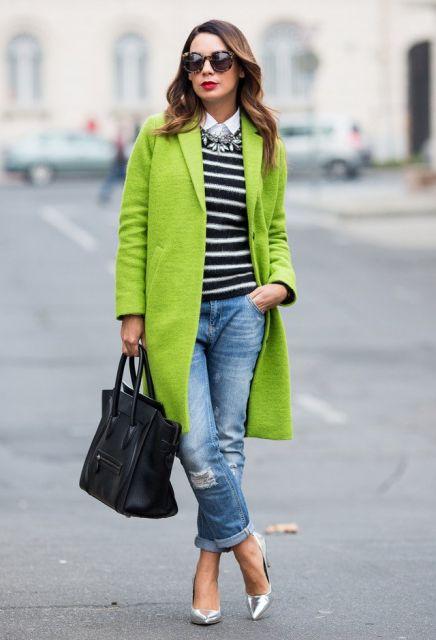 casaco verde com jeans na moda inverno