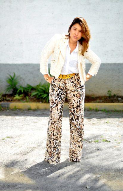 calça de onça pantalona com blusa de manga comprida