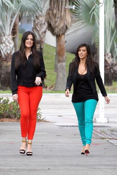 look trabalho com calça colorida