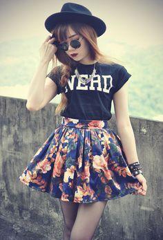 saia patinadora floral com camiseta