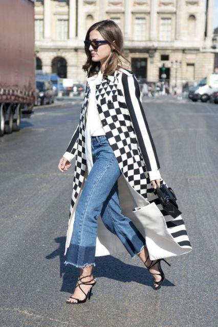 look despojado com casaco xadrez