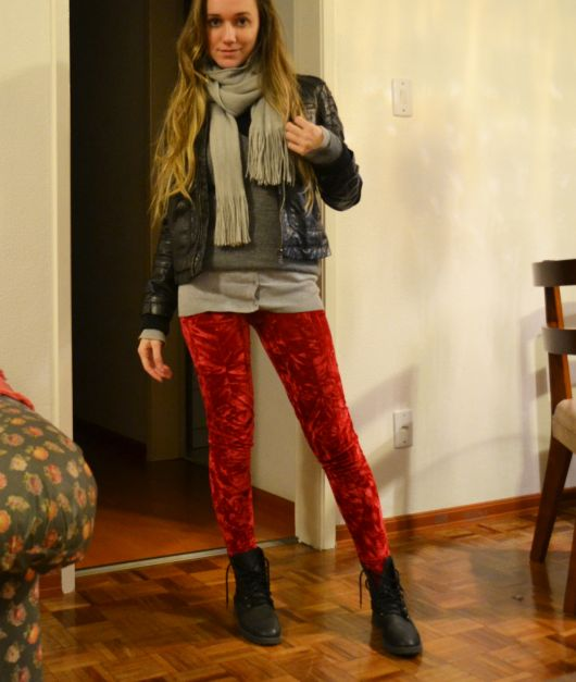 look inverno com legging colorida