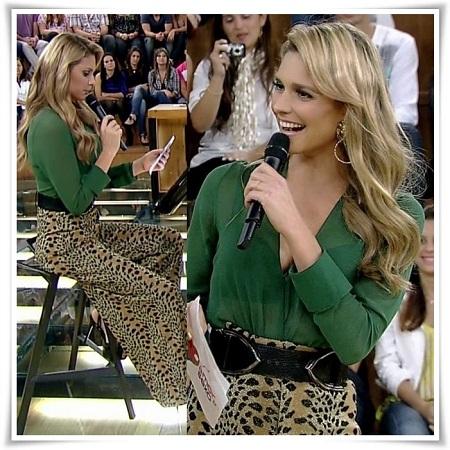 Mulher de blusa verde e pantalona de oncinha