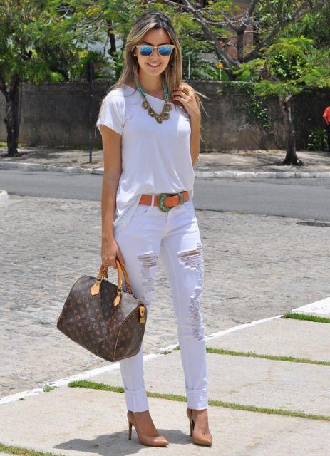 look- branco com calça jeans rasgada
