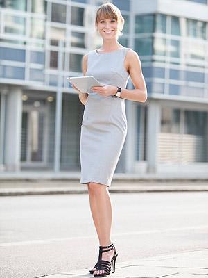 look trabalho com vestido cinza