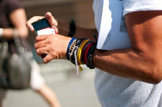 muitas pulseiras masculinas