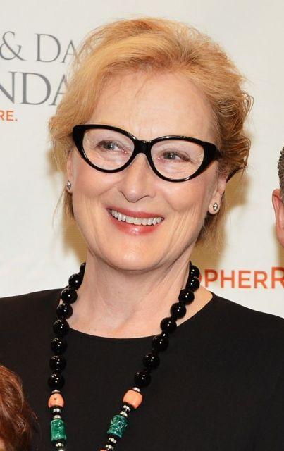 Meryl Streep de óculos gatinho preto