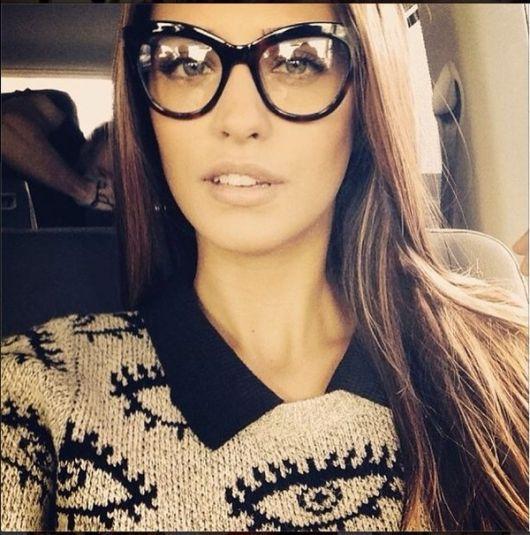 1ff1583c88817 óculos gatinho de acetato de cor escura e lentes grandes