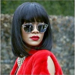 Rihanna de óculos espelhado