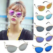 Vários Óculos espelhados de cores diferentes