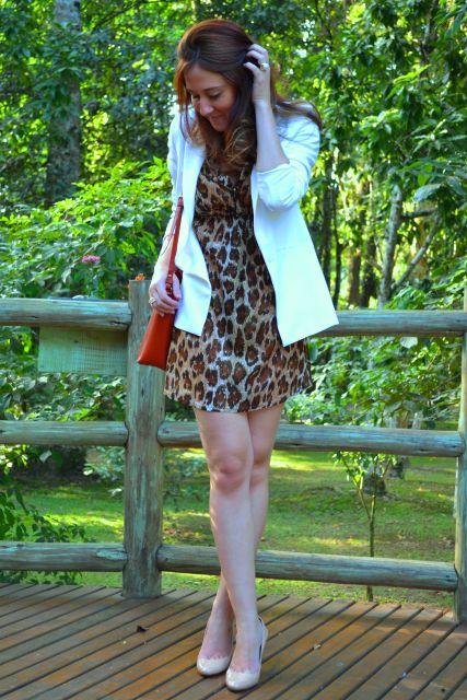 vestido de onça com blazer